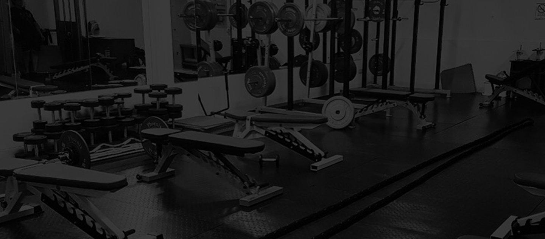 Peralatan lengkap di Gym Kami